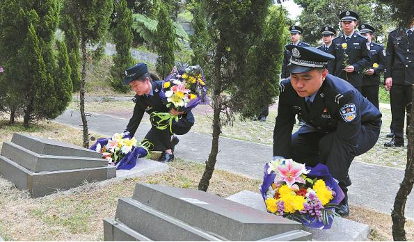 到烈士的墓前一一献花